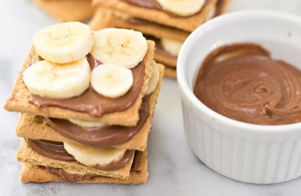 Crackers with Banana and Chocolate Hazelnut Spread