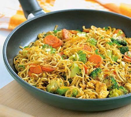 Fried-Noodles-with-vegetables-and-egg