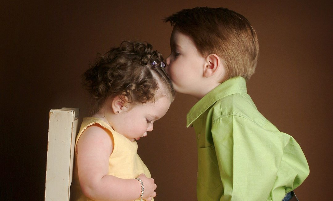 Cute-Love-Baby-Couple-Wallpapers-For-Mobile-3