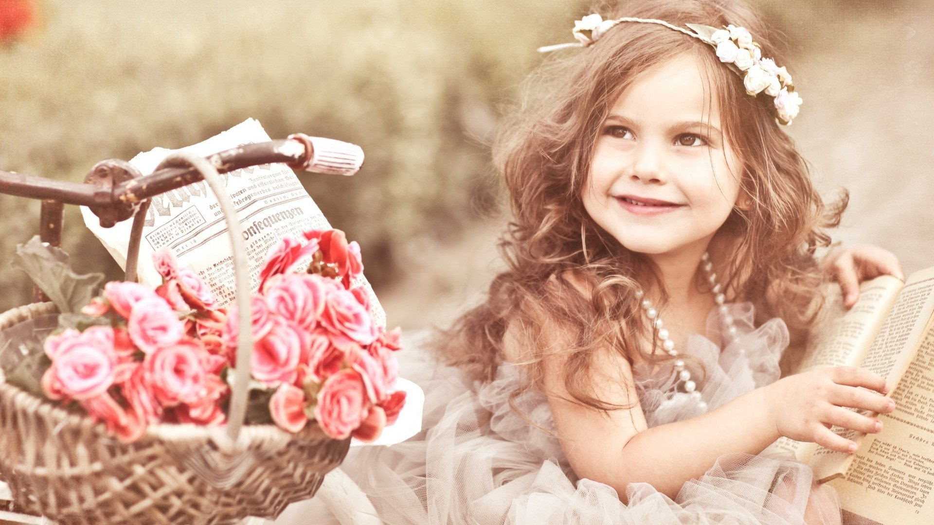 beautiful_baby_with_book-1920x1080