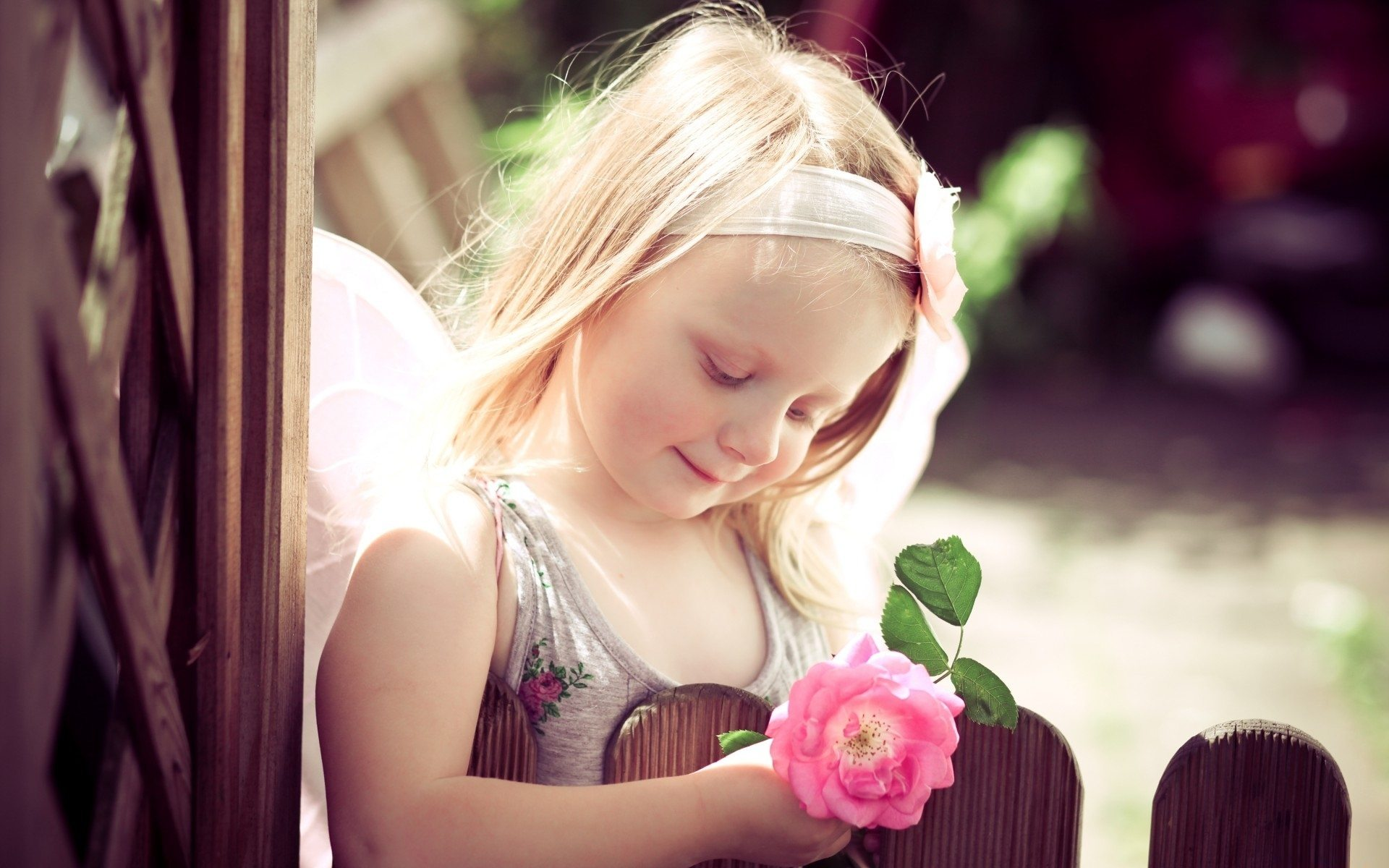 cute_girl_holding_pink_rose-1920x1200