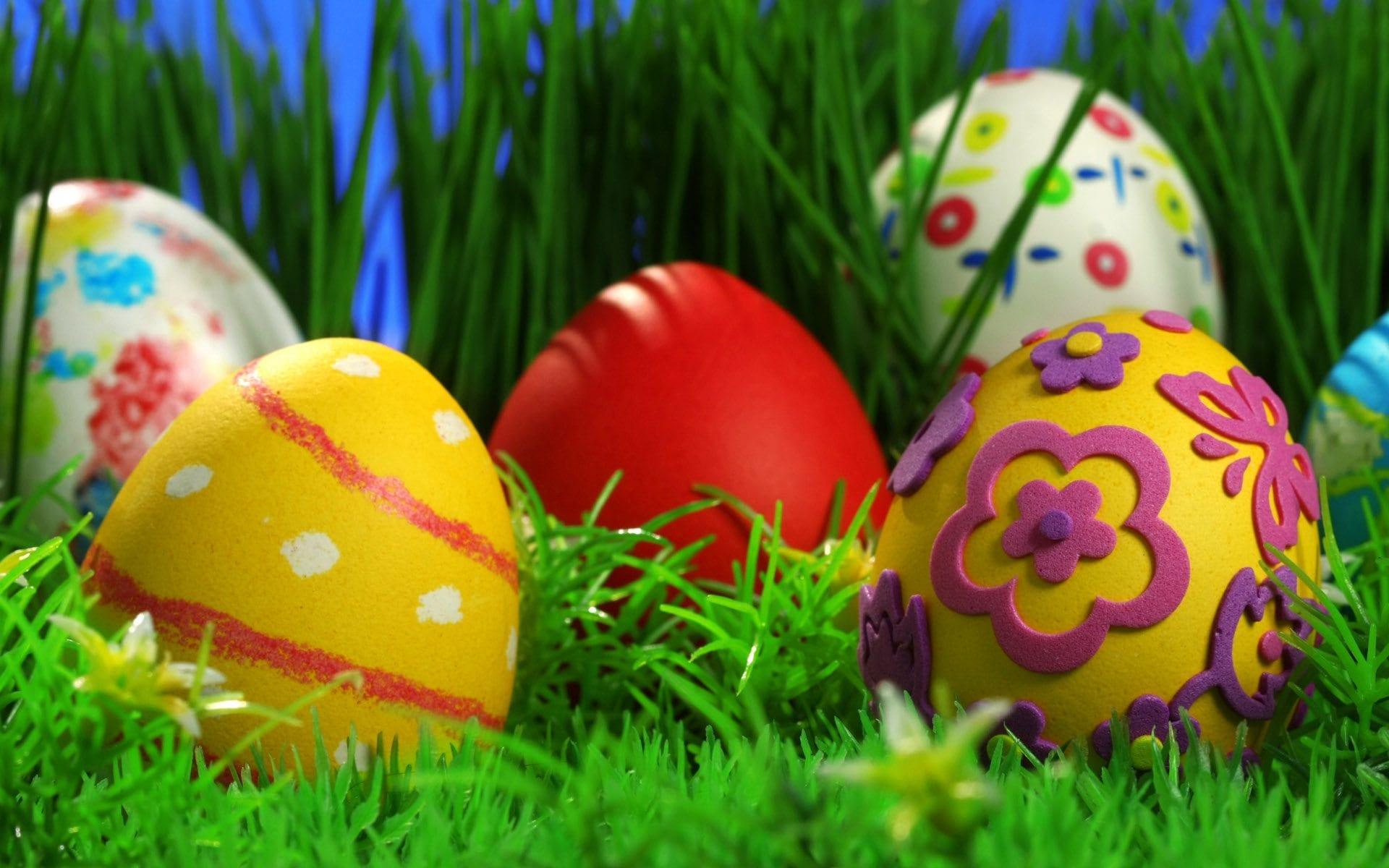 6784329-cute-easter-screensavers
