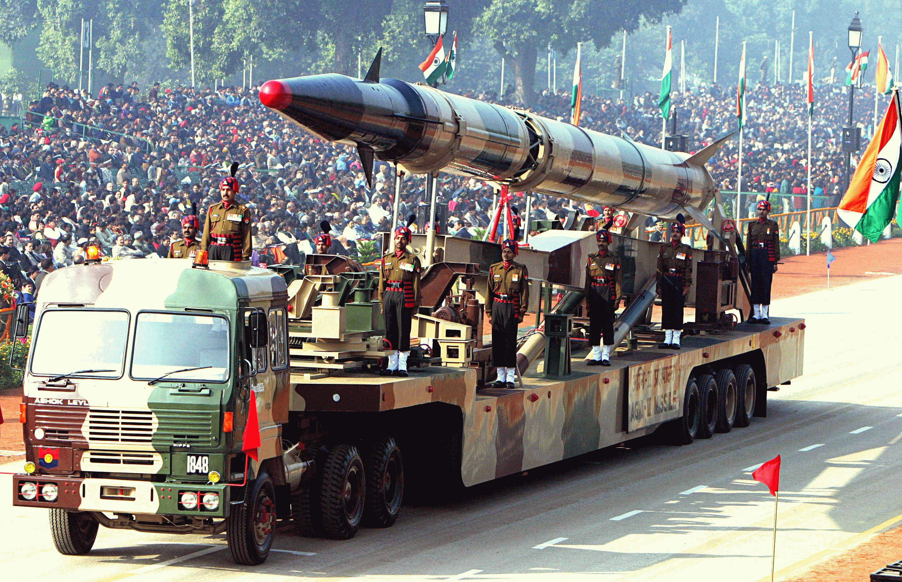 Agni-II_missile_(Republic_Day_Parade_2004) - Copy
