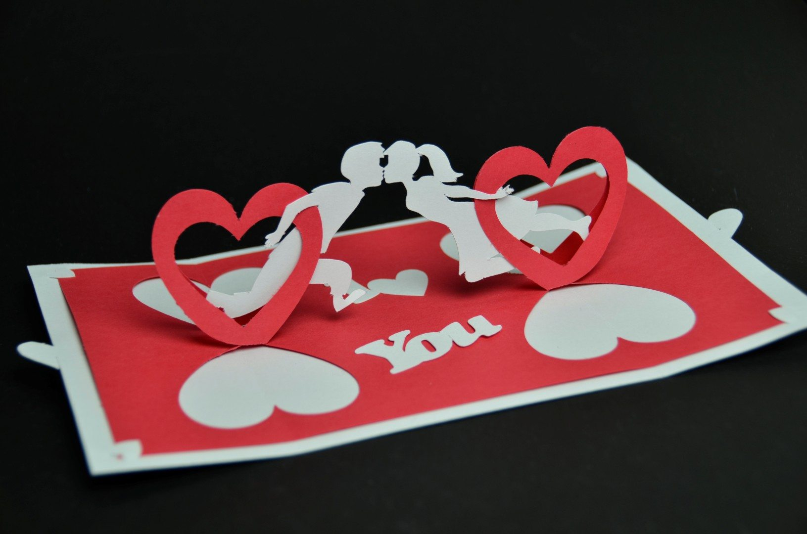 Valentines-day-pop-up-card-twisting-heart-couple